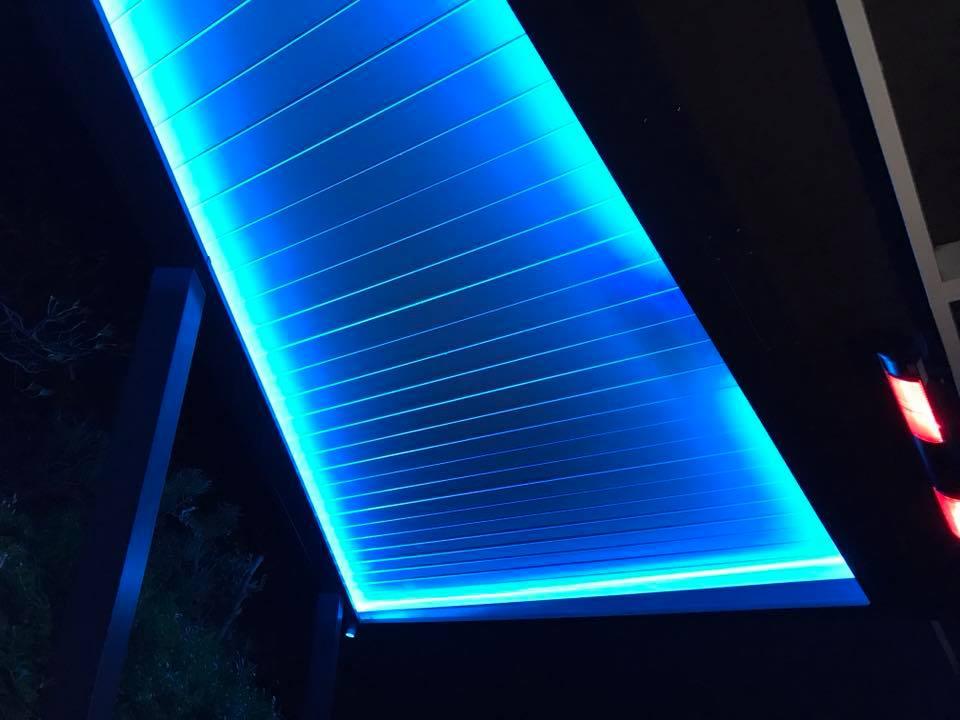 angled-light-lit-louvre-roof-2